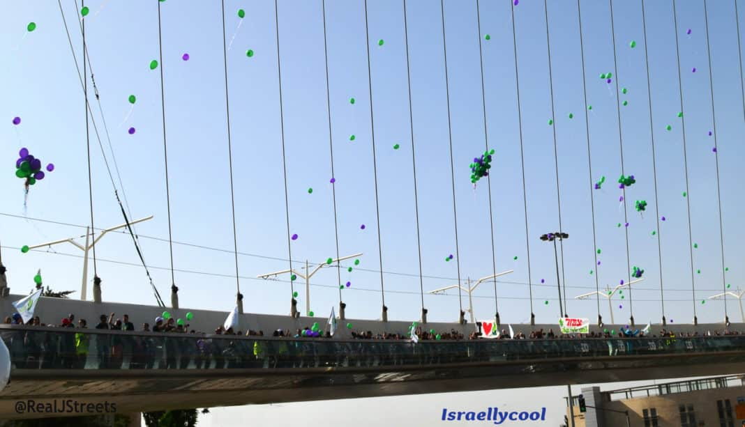 Balloons released on Chord Bridge during ALEh march