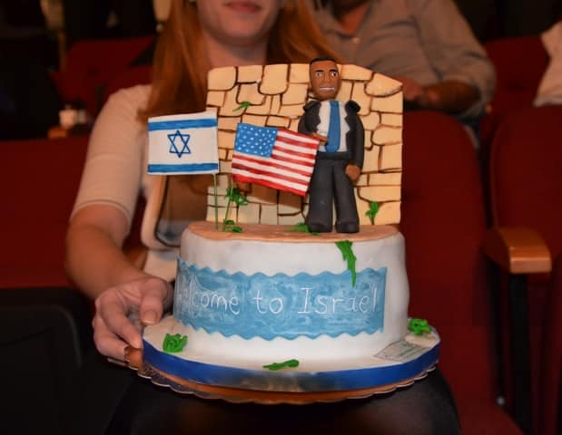 photo of cake for Obama in Israel
