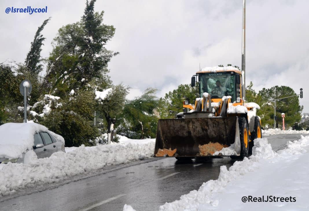 Jerusalem snow photo, plow in snow Israel , image snow in Jerusalem, Israel under snow