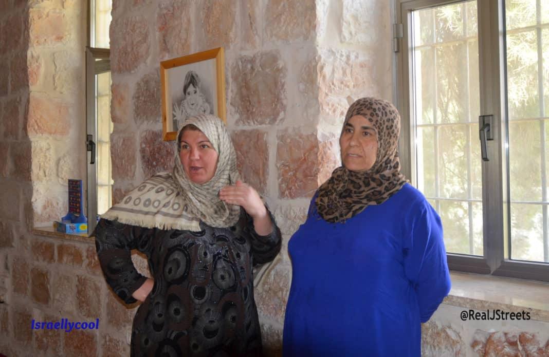 image Kurd women, picture Shevet Achim, photo two Arab women