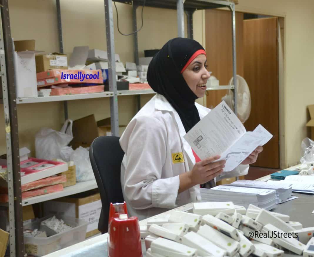 Arab woman working in Israeli business