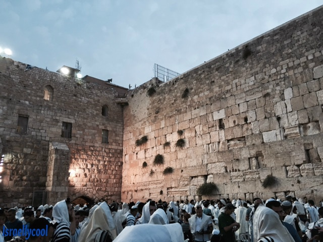 Men pray at Western Wall before Rosh Hashannah