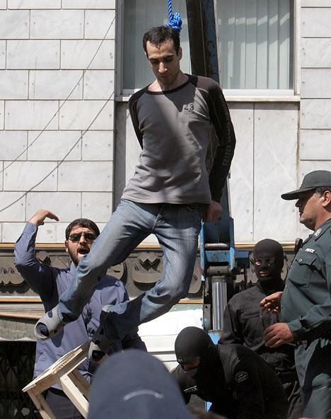 An Iranian proudly wearing jeans while being executed