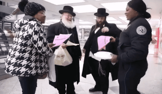 Jews Donate Food to US Federal Employees Affected By Government Shutdown
