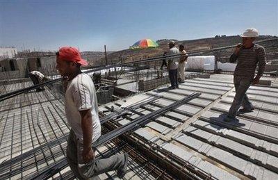 palestinian laborers - AFP