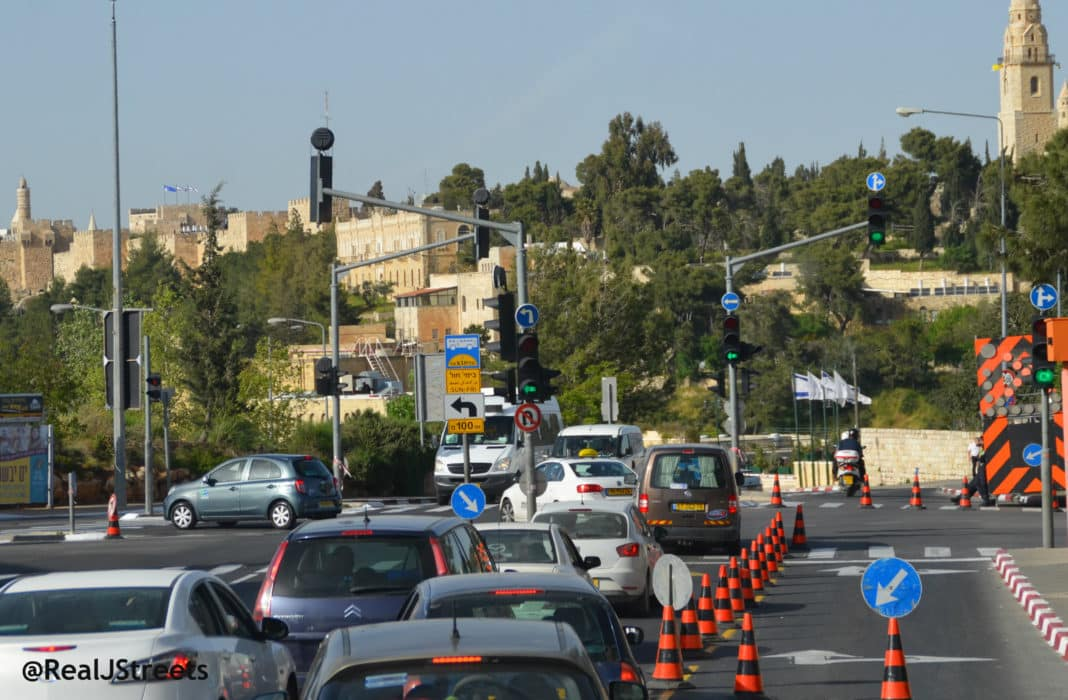 security blocking Jerusalem traffic