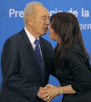 peres kiss argentina - Getty Images
