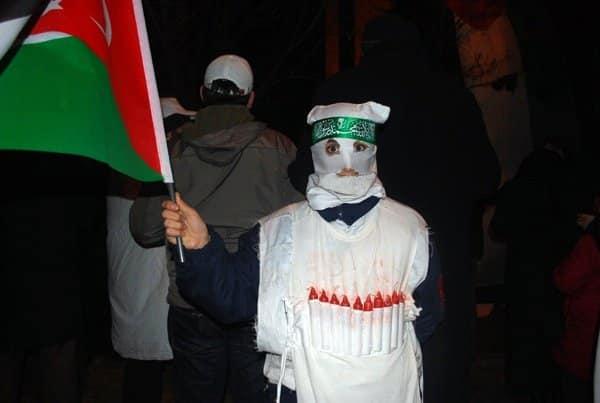 suicide-bomb-protester