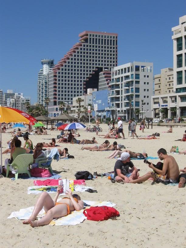 tel-aviv-hotel-beach